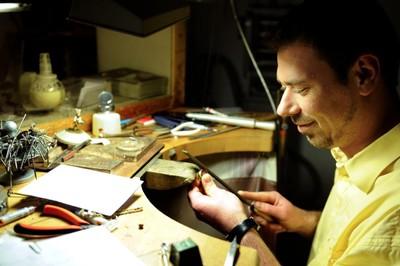 Au coeur de l'atelier de création de bijoux