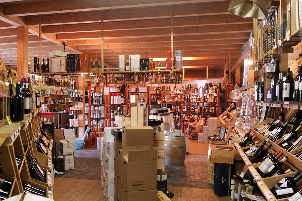 Un large choix de vins et d'eaux-de-vie