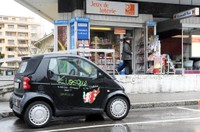 Le Kiosk Aomc et sa petite voiture estampillée