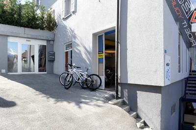 Façade et atelier de MOB y cycles