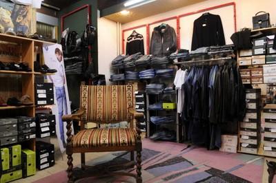 Le rayon « Mode Hommes » de Philippe Chaussures et Maroquinerie à Monthey